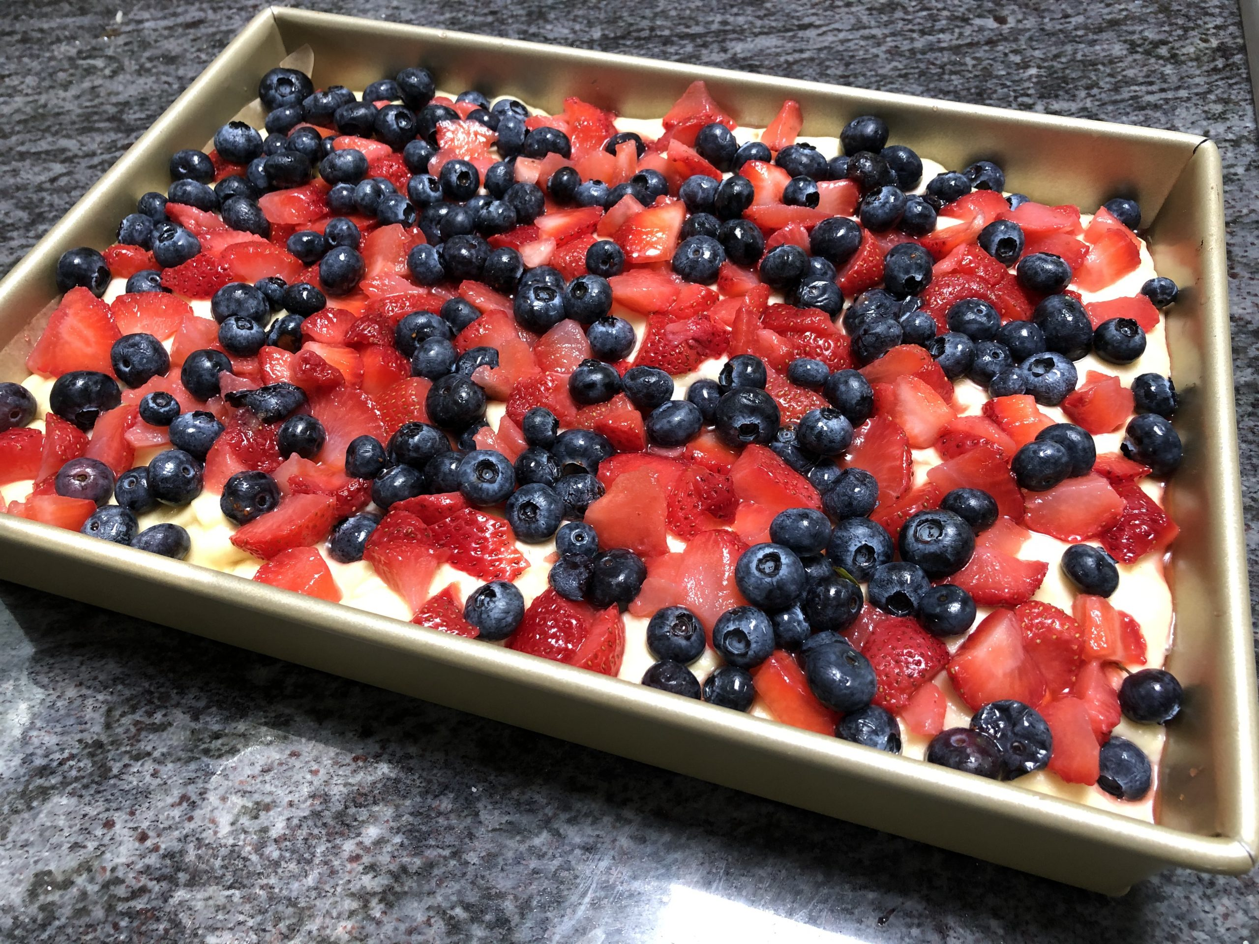 cover the cake with berries