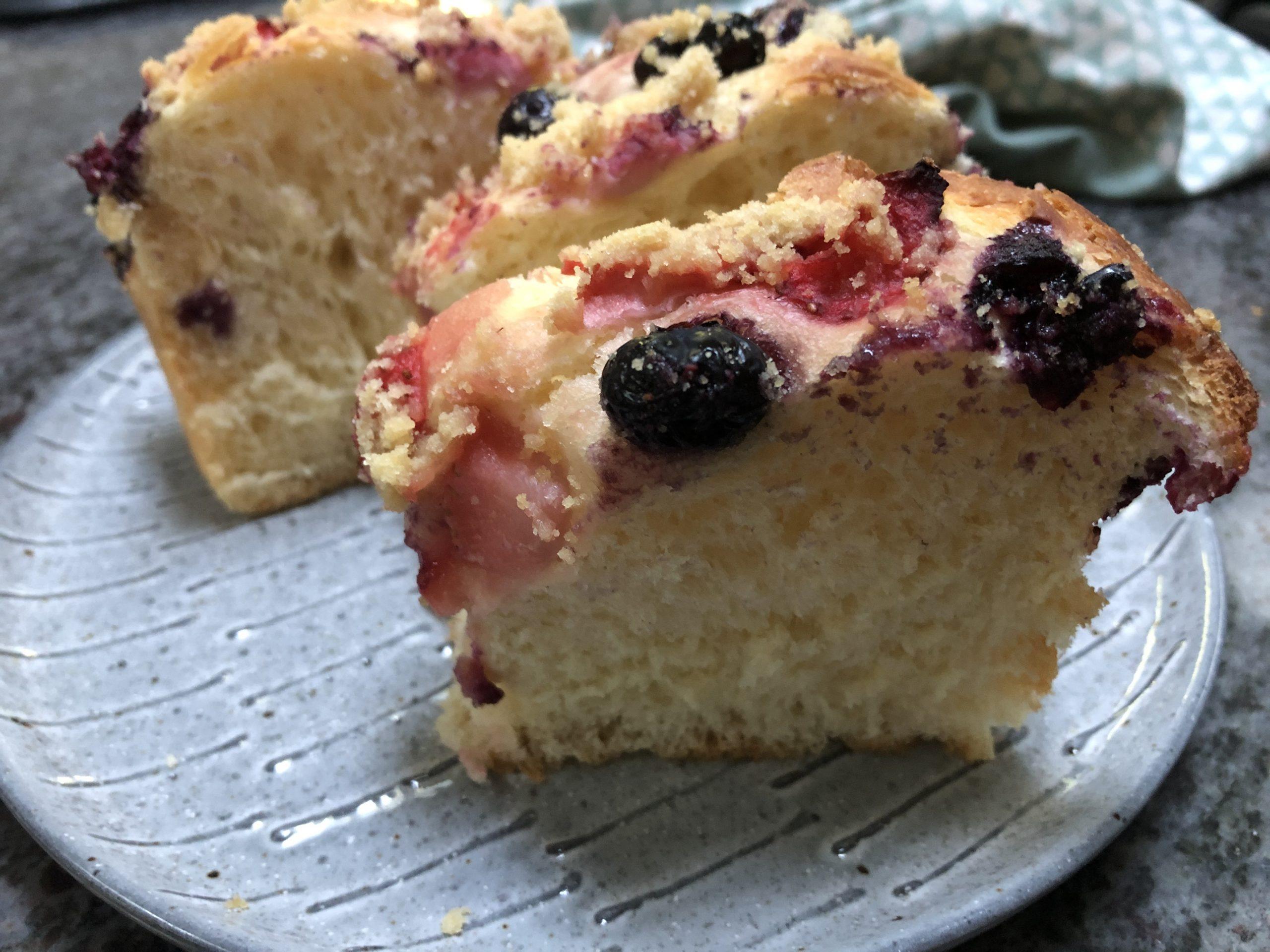 Fruit yeast cake